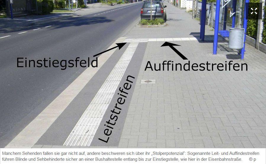 sogenannte-leit-und-auffindestreifen-fhren-blinde-und-sehbehinderte-sicher-an-einer-bushaltestelle-entlang-bis-zur-einstiegstelle-foto-p